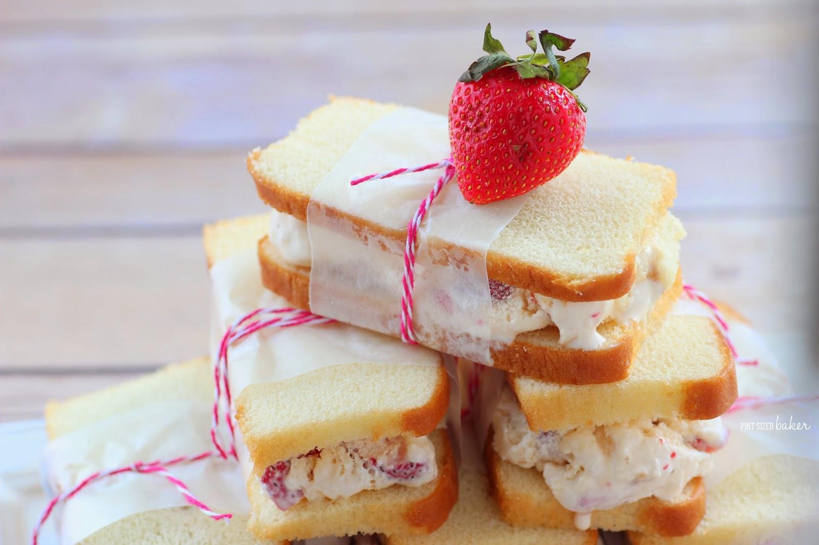 สตรอว์เบอร์รีชอตเค้กไอศกรีมแซนด์วิช – Strawberry Shortcake Ice Cream Sandwich